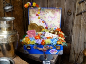 Spring Voyage suitcase with Duffy liner