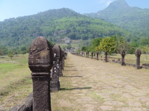 Avenue to the main temple complex