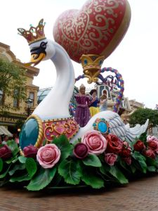Princesses on a swan float (Snow White, Aurora, Belle and Cinderella)