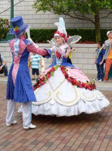 Princesses court dancers