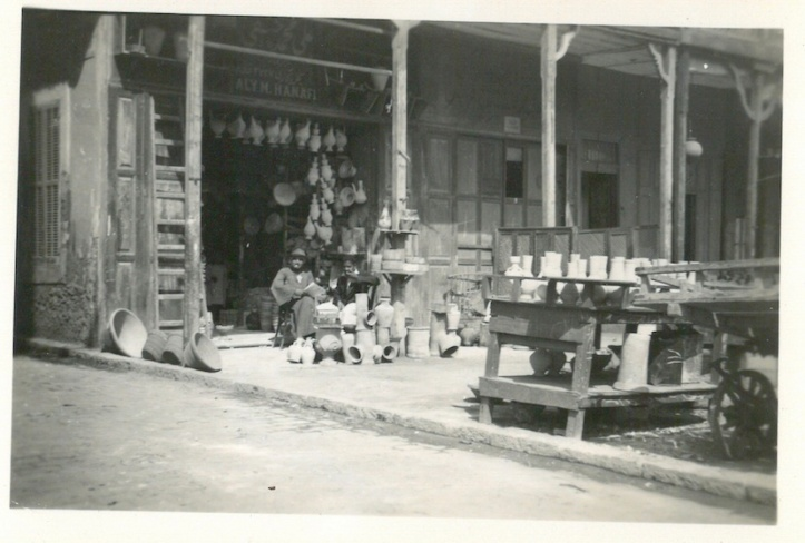 Earthen Worker(?) displaying wares