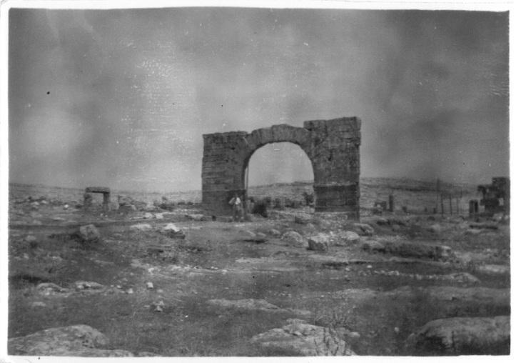 Syria - Bab-El-Hawa - Old Roman Arch