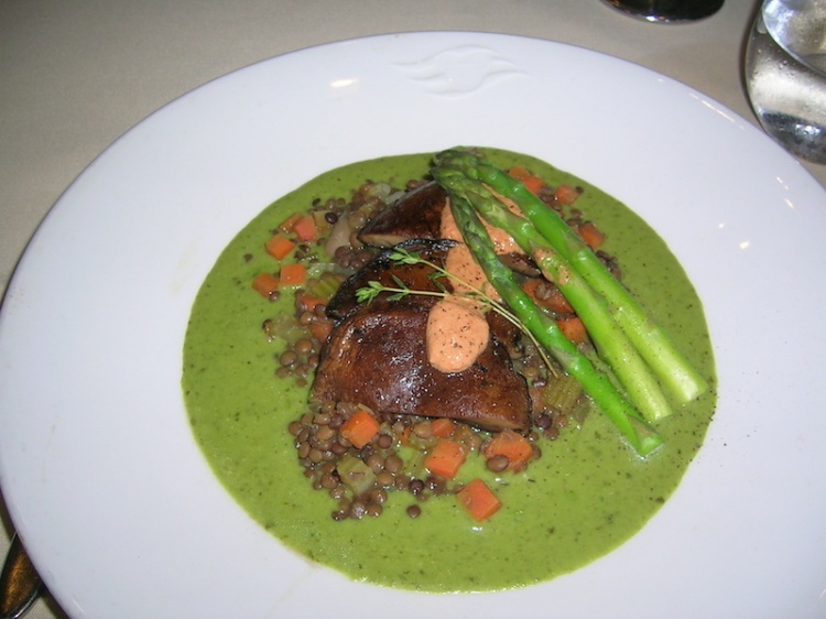 Portobello mushrooms in green pea puree with brown lentils