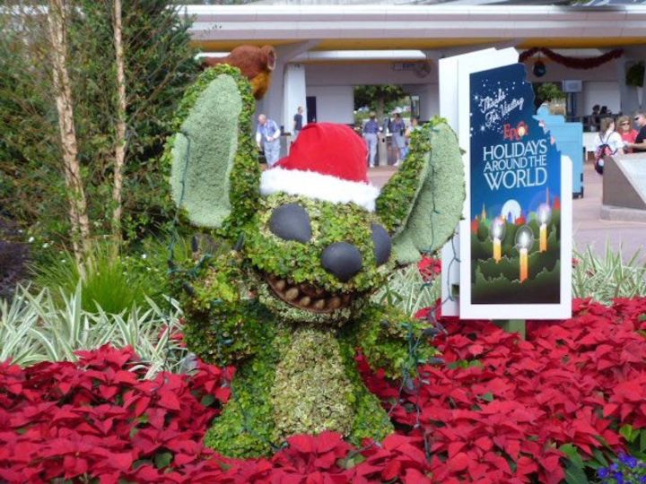 Stitch Christmas Topiary at EPCOT