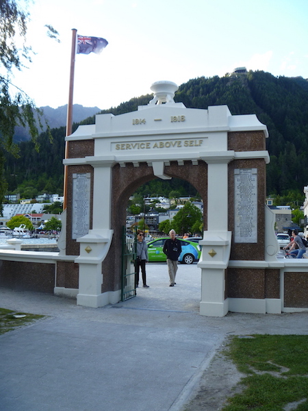 I wandered instead to the waterfront of Lake Wakatipu and checked out the WW1 Memorial ...
