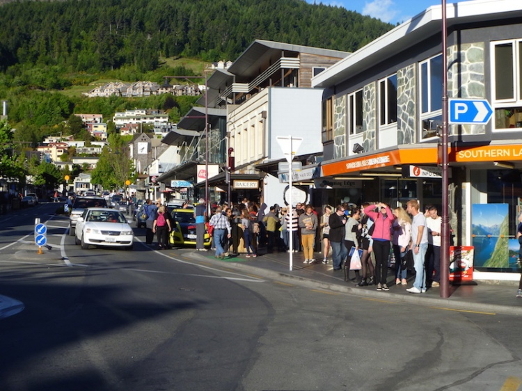 I had some dinner and then snapped this photo of people waiting to get their meals at Fergburger ...