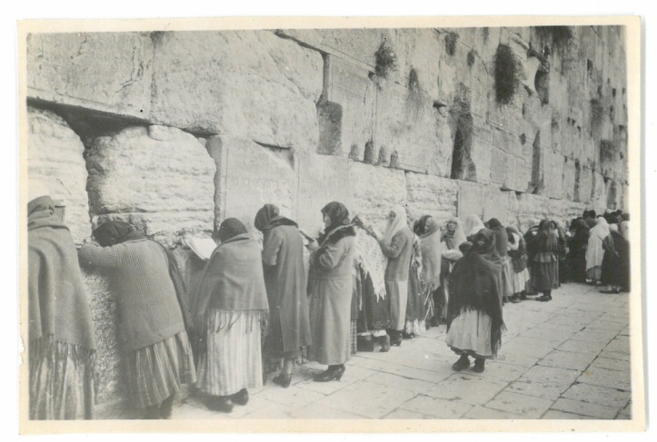 Muslim women praying to Allah - Jerusalem
