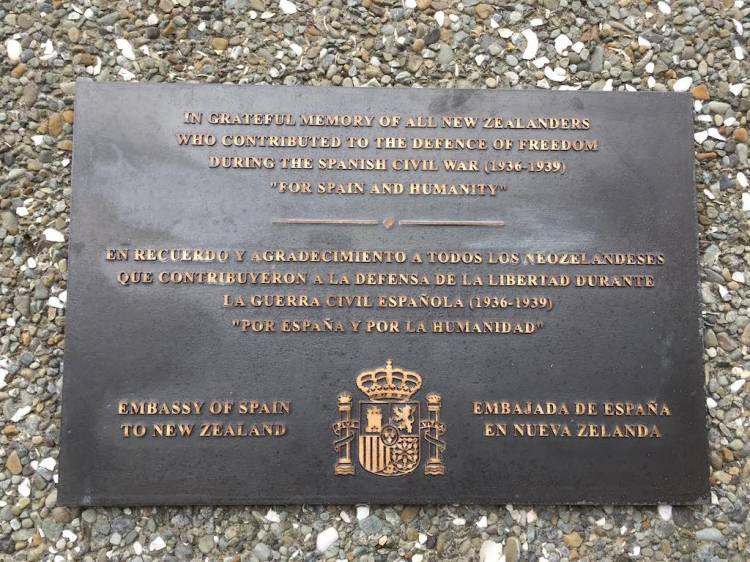 "IN GRATEFUL MEMORY OF ALL NEW ZEALANDERS WHO CONTRIBUTED TO THE DEFENCE OF FREEDOM DURING THE SPANISH CIVIL WAR (1936-1939) ""FOR SPAIN AND HUMANITY"""
